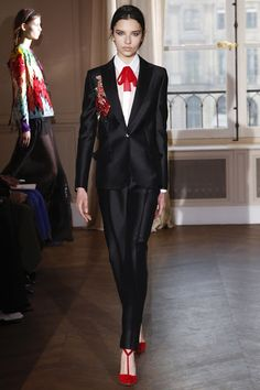 Schiaparelli Spring 2017 Couture Fashion Show : Schiaparelli Spring 2017 Couture Collection Photos - Vogue Fashion 2017, Love Fashion, Runway Fashion, Spring Fashion, High Fashion, Fashion Show, Fashion Outfits, Womens Fashion, Fashion Design