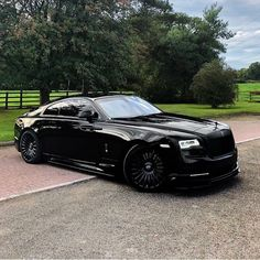At the intersection of luxurious comfort and elevated confidence comes the Black Rolls Royce. Check out our collection of few stunning black Rolls Royce. Voiture Rolls Royce, Rolls Royce Cars, Luxury Boat, Best Luxury Cars, Luxury Travel, Luxury Yachts, Supercars, Bentley Auto, Rolls Royce Black
