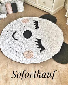 Verkauft ! Dieser Teppich ist 92cm groß und steht sofort zum Verkauf . Wer möchte ihn haben ? Preisanfrage per DN. Für mich ist es ein kleiner Pandabär auch wenn er vielleicht etwas anders aussieht .. ich fand ihn so süß was meint ihr ? #häkeln #häkelliebe #kinderzimmer #babyzimmer #pandabär #kinderzimmer #kinderzimmerdeko #babyzimmer #baby #babyroom #babygeschenk #schwanger #momtobe #handmade #hoooked