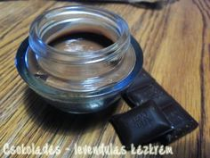 Különleges kézkrém csokoládéval. A kakaó és a kakaóvaj is ápolja a bőrt.