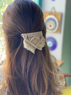 Macrame Headband, Macrame Earrings Tutorial, Macrame Dress, Macrame Wall Hanging Diy, Macrame Art, Macrame Projects, Macrame Knots, Headband Tutorial, Diy Headband