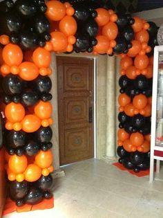 Balloon Decoration Halloween That You Can Make Yourself - Halloween Design, Halloween Party Decor, Halloween Themes, Halloween Dance, Balloon Backdrop, Balloon Columns, Balloon Ideas, Halloween Balloons, Halloween Window