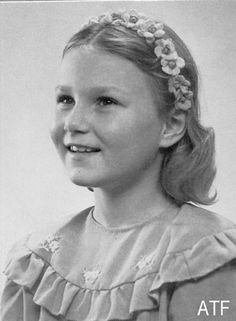 Królewski Styl: Sonja Haraldsen (later Queen Sonja of Norway) 1945-46