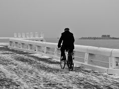 De eenzame fietser, lonely cyclist.