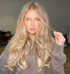 2020 New Arrival Blonde Wigs Orange Wig Lace Front - Frisuren Hair Beauté Blonde, Blonde Hair Looks, Blonde Long Hair, Golden Blonde Hair, Beautiful Blonde Hair, Makeup With Blonde Hair, Girls With Blonde Hair, Gigi Hadid Hair Blonde, Blond Hair Colors