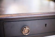 Pembroke#1.0_Pic5           Antiker Pembroke table mit einklappbaren, abgerundeten Seitenflügeln, drawer und originalen Rollen.  Detailaufnahme. Britain, Furniture, Restore, Home Furnishings, Arredamento