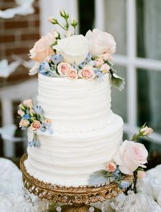 Wedding cake idea; Featured Photographer: Keepsake Memories Photography