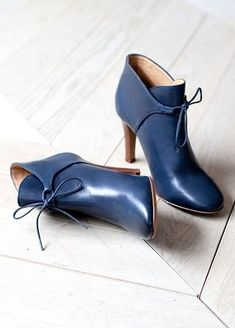 High Hunter Ankle Boots // Fall Winter Collection Shoes - www sezane com Pretty Shoes, Beautiful Shoes, Cute Shoes, Women's Shoes, Me Too Shoes, Ankle Shoes, Stiletto Shoes, Shoes Men, Shoes Sneakers