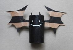 Recycled Bat Halloween Craft | Try out this recycling craft with the kids for Halloween!