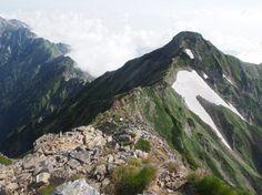 鹿島槍ヶ岳南峰から八峰キレットを写す。大谷原から鹿島槍ヶ岳 北アルプス登山ルートガイド。Japan Alps mountain climbing route guide