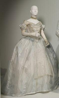 Mirana, the White Queen's Dress.