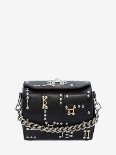 Shop Women's Box Bag 19 from the official online store of iconic fashion designer Alexander McQueen. Crocodile Handbags, Women Boxing, Box Bag, Backpack Purse, Luxury Bags, Lambskin Leather, Fashion Bags, Alexander Mcqueen, Purses And Bags