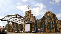 El artista paraguayo Koki Ruiz y su equipo de colaboradores crearon  un gran altar de maíz para la misa campal que celebrará el papa  Francisco en la capital de Paraguay