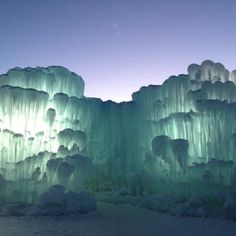 Discovered by Gabriel RG: Ice Castles in Silverthorne, CO