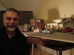 Michael construye miniaturas con lujo de detalles de los antiguos Studebaker.