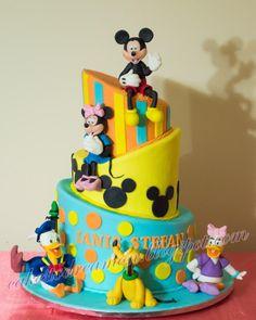Topsy turvy cake! - cake by Dan