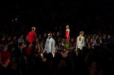 Défilé Michael Kors printemps-été 2013 http://www.vogue.fr/mode/inspirations/diaporama/fashion-week-de-new-york-les-10-images-du-jour-5/9710/image/590220#2