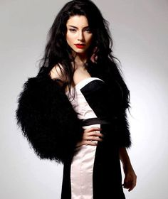 merve bolugur Nurbanu Sultan, Turkish Women Beautiful, Beauty Portrait, Hot Dress, Turkish Actors, Art Girl, Amazing Women, Actors & Actresses, Female