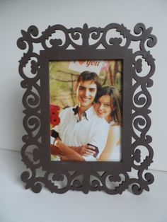 MDF photo frame - Porta retrato de MDF pintado. Laser Cut Mdf, Laser Cutting, Laser Co2, Cut Photo, Cnc Projects, Woodworking Patterns, Scroll Saw Patterns, Photo Craft, Frames On Wall