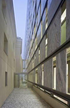 Puerto de Santamaría City Hall Extension / Daroca Arquitectos