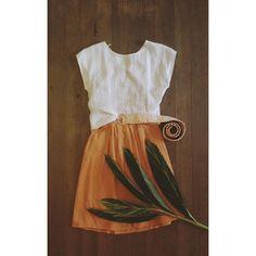 Vestido que vira saia ❤️ Hoje até as 20h em horário especial de natal!! #flaviaaranha #naturaldye #slowfashion #design #atemporal #feitoamao #feitonobrasil