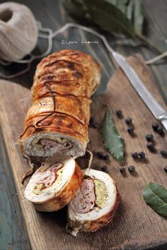 Chicken Breast Roulade with Eggs and Ham. Best Party Appetizers, Good Food, Yummy Food, Romanian Food, Dinner Entrees, Perfect Food, Chicken Recipes, Foodies, Food And Drink