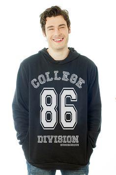 Moletom College Division, direto dos filmes americanos para dentro do seu guarda-roupa.