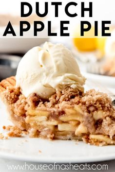 apple pie Dutch Apple Pie (aka apple crumble pie, aka perhaps the most perfect pie in existence) is filled with cinnamon-spiced homemade apple pie filling and topped with a glorious buttery Great Desserts, Fall Desserts, Dessert Recipes, Dessert Ideas, Apple Crumble Pie, Homemade Apple Pie Filling, Dutch Apple, Peanut Butter Desserts, Baked Banana