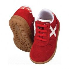 Pon tu #bebé a la última #moda con las divertidas zapatillas #Munich Gresca para bebés. Ideal para regalar. Modelo para bebés de menos de 3 años en #deporvillage por 39.90€