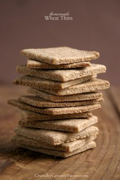 Homemade Wheat Thins by CrunchyCreamySweet.com @Anna | Crunchy Creamy Sweet