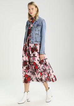 ¡Consigue este tipo de vestido por la rodilla de NA-KD ahora! Haz clic para  ver los detalles. Envíos gratis a toda España. NAKD MIDI DRESS Vestido  largo ... 3ff70ed7065