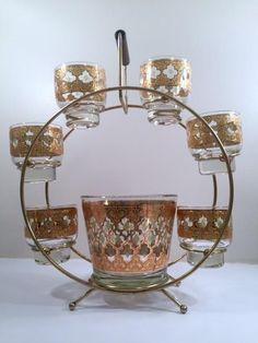 Vintage Bar, Vintage Dishes, Vintage Glassware, Vintage Kitchen, Liquor Glasses, Mid Century Bar, Carnival Glass, Mad Men, Welding