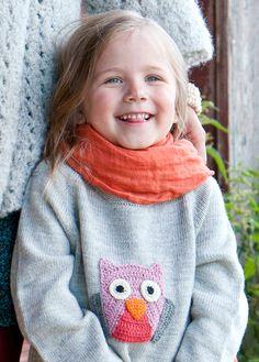 Tytön Pöllö-tunika on a-linjainen ja sopii niin mekon kuin housujen kanssa - vaikka siinä olisi vähän kasvunvaraakin.Koko: (2) 4 (6) 8 (10) vNeuleen mitat: