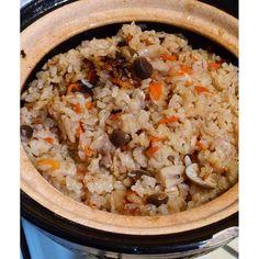 mikiiiii7981#おうちごはん 暖冬の影響は我が家のメニューにも… 今シーズンはお鍋の出番少なかった 炊き込み頻度は高い 今日はキノコと鶏 #炊き込みご飯 #ごはん #かまどさん #愛用品 #電気炊飯器持ってない #暮らし #日々 #instafood #instapic #instagood #food #foodpic #foodporn #japanese #homemade #homecooked #yum