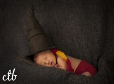 Harry potter baby- courtney taylor bowles photography: caius richmond, va n Baby Boy Photos, Newborn Pictures, Baby Pictures, Baby Boy Gifts, Baby Shower Gifts, Harry Potter Baby Clothes, Beav, Harry Potter Magic, Baby Boy Newborn