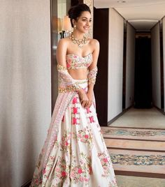 Kiara Advani looks like a complete charmer in this ivory riveted floral lehenga with metal sequins & bangle embroidery. Call/WhatsApp for Purchase Inqury : Pakistani Bridal Lehenga, Indian Lehenga, Red Lehenga, Lehenga Choli Wedding, Pakistani Suits, Sabyasachi, Pakistani Dresses, Indian Wedding Outfits, Bridal Outfits