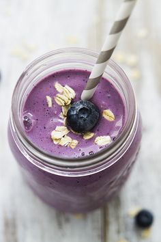 Berry Oat Breakfast Smoothie #healthy #smoothie #recipe