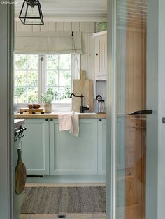 Home Decor Ideas Office decordemon: A Swedish cottage in delightful colors.Home Decor Ideas Office decordemon: A Swedish cottage in delightful colors Scandinavian Cottage, Swedish Cottage, Cottage Style, Swedish Farmhouse, Lake Cottage, Cafe Design, House Design, Mint Kitchen, Vibeke Design