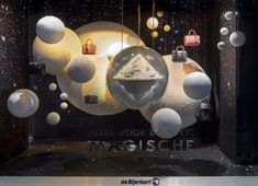 Could we make some small spray plaster planets? Fashion Window Display, Window Display Retail, Window Display Design, Visual Merchandising Displays, Store Windows, Window Styles, Space Theme, Showcase Design, Retail Design