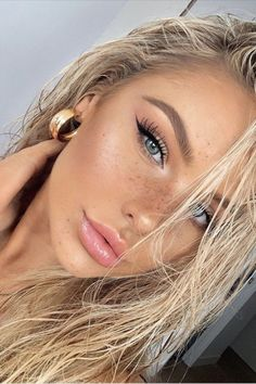 Natural Blond Hair, Natural Makeup For Brown Eyes, Natural Makeup Looks, Blonde Hair, Natural Skin, Ash Blonde, Blonde Highlights, Blonde Makeup, Makeup For Blondes