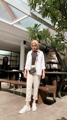 Modern Hijab Fashion, Street Hijab Fashion, Hijab Fashion Inspiration, Muslim Fashion, Look Fashion, Stylish Hijab, Casual Hijab Outfit, Ootd Hijab, Hijab Chic