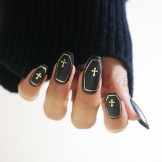 Halloween nails are always a fun way to scare and delight your friends. From blood dripped coffin nails to pretty pumpkins, there are so many cute and spooky designs for Halloween nail art. Holiday Nail Designs, Holiday Nail Art, Halloween Nail Designs, Cute Nail Designs, Acrylic Nail Designs, Cute Nails, Pretty Nails, Gothic Nail Art, Witch Nails
