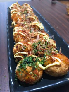 Takoyaki Recipe: How to make Takoyaki (Battered Octopus Balls) Takoyaki recipe: Battered Octopus Balls Thai Street Food, Japan Street Food, Japanese Dishes, Japanese Food, Octopus Recipes, Vegetarian Recipes, Cooking Recipes, Cooking Pork, Mother Recipe
