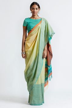 Are you a saree lover? If yes, then you must scroll top 9 types of handloom sarees that are added here state wise of India and you will love to style them. Traditional Sarees, Traditional Fashion, Indian Dresses, Indian Outfits, Ethnic Fashion, Indian Fashion, Saree Painting Designs, Saree Jewellery, Gold Jewellery
