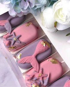 Chocolate Hearts, Chocolate Gifts, Melting Chocolate, Mermaid Cake Pops, Mermaid Cakes, Chocolate Covered Treats, Chocolate Covered Strawberries, Magnum Paleta, Cake Pop Decorating