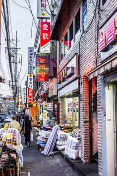 Places you should go to in Seoul: Itaewon            Lugares en Seúl a los que debes ir: Itaewon