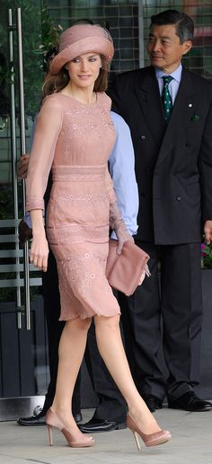 En la boda de Guillermo de Inglaterra y Kate Middleton, con un vestido rosa de Felipe Varela y sombrero a juego