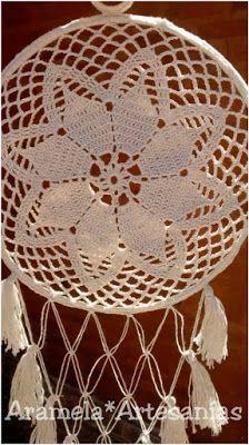 mandala atrapasueños a crochet 1 Lace Dream Catchers, Dream Catcher Boho, Crochet Books, Crochet Home, Mandela Patterns, Los Dreamcatchers, Crochet Dreamcatcher, Mandala Crochet, Crochet Rings