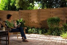 Cheap Picket Fencing-Wood plastic composite cheap picket fencing usually are the lower end of discount privacy fence panels. Cheap Privacy Fence, Vinyl Privacy Fence, Privacy Panels, Fence Panels, Wooden Gate Designs, Wooden Gates, Modern Backyard, Backyard Patio, Outdoor Spaces