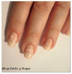 http://estilo-y-hogar.blogspot.com.es/2015/01/manicura-francesa-decorada-para-novias.html